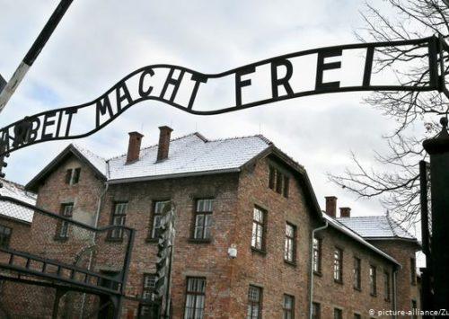 Yiddish radio show commemorates 75th anniversary of Auschwitz's liberation